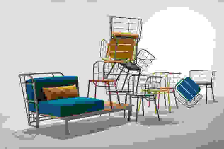 divano con schienale nudo e doghe a vista di 4P1B Design Studio