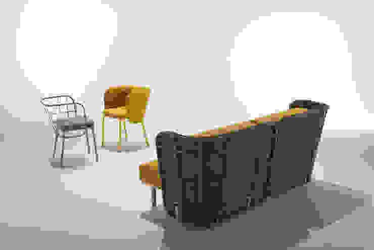 divano da interno con schienale imbottito + poltroncine di 4P1B Design Studio