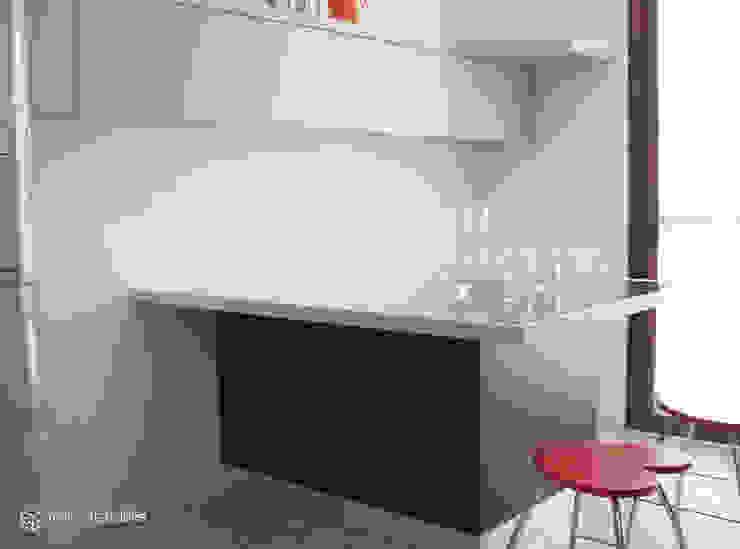 Cozinhas modernas por REALIZZATORI DI IDEE Moderno