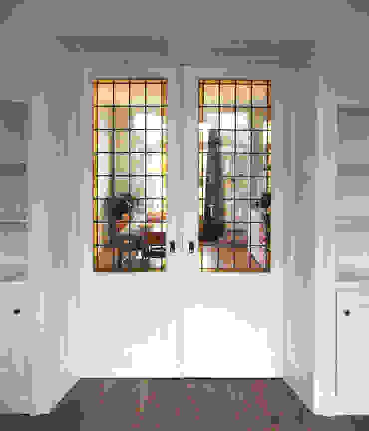 gesloten deuren van Obliq Architectuur Klassiek
