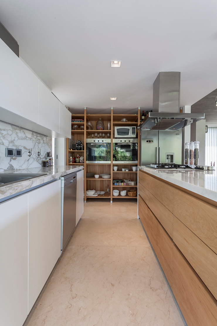 Modern style kitchen by ESTUDIO GEYA Modern