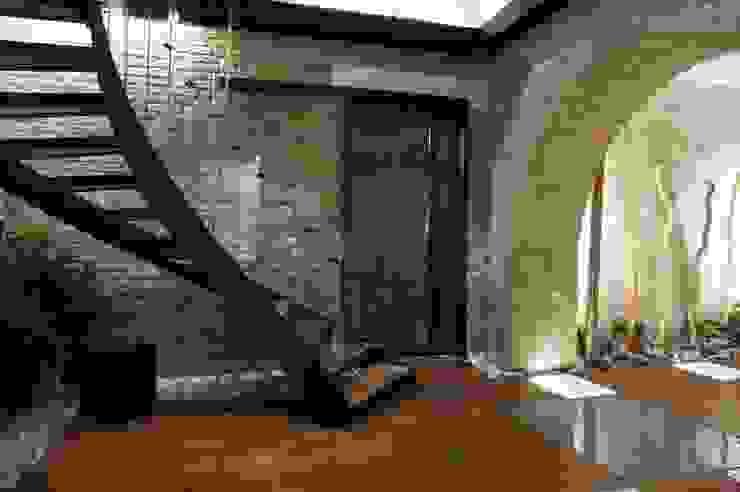 Scala accesso interrato Gastronomia in stile eclettico di Rocco Valentini Architecture Eclettico