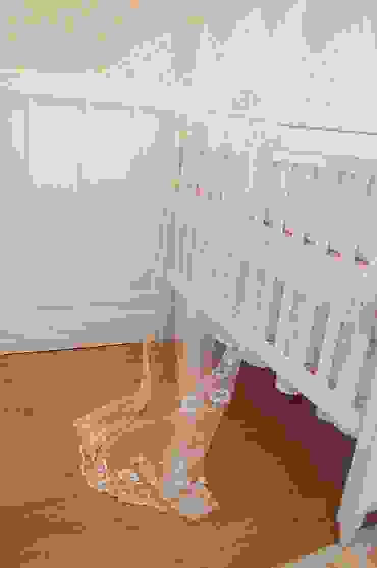 QUARTO PROVENÇAL BEBÊ – L.S.V – CURITIBA/PR Quarto infantil eclético por VITRAL arquitetura . interiores . iluminação Eclético