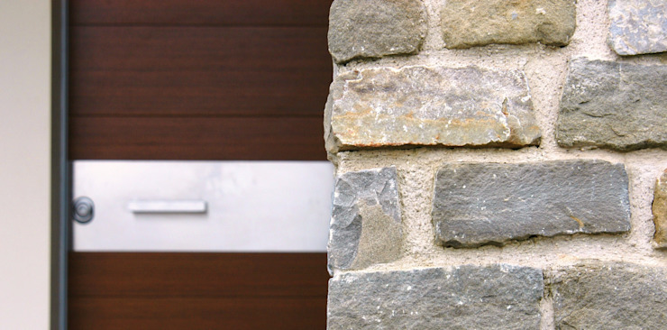 Villa unifamiliare a Bastia Umbra (PG) Ingresso, Corridoio & Scale in stile moderno di Fabricamus - Architettura e Ingegneria Moderno