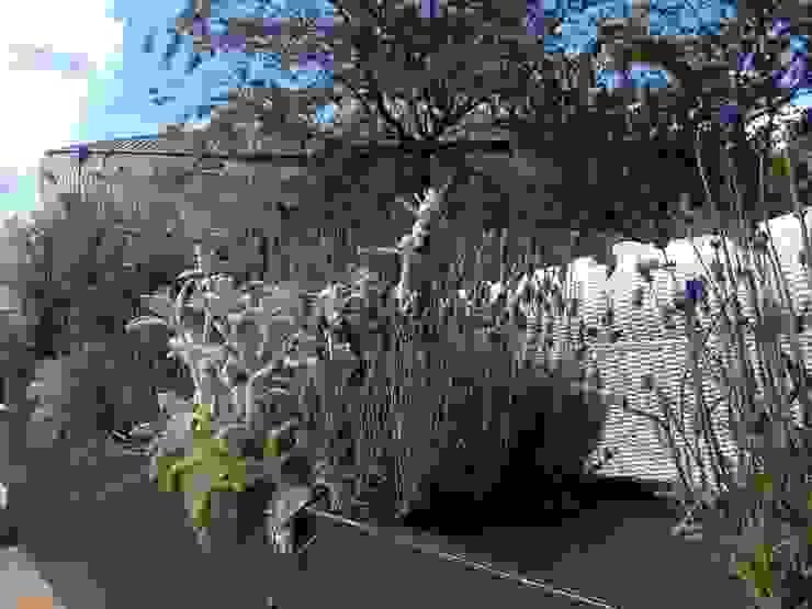 Fioriere su misura Balcone, Veranda & Terrazza in stile moderno di Au dehors Studio. Architettura del Paesaggio Moderno