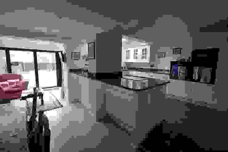 Kitchen remodel Modern kitchen by Ikonografik Design Ltd. Modern