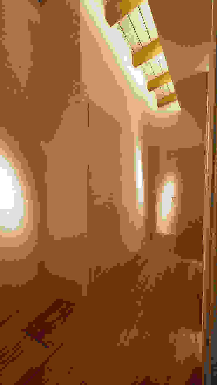 IL CALORE DEL LEGNO Ingresso, Corridoio & Scale in stile moderno di Studio di Segni Moderno