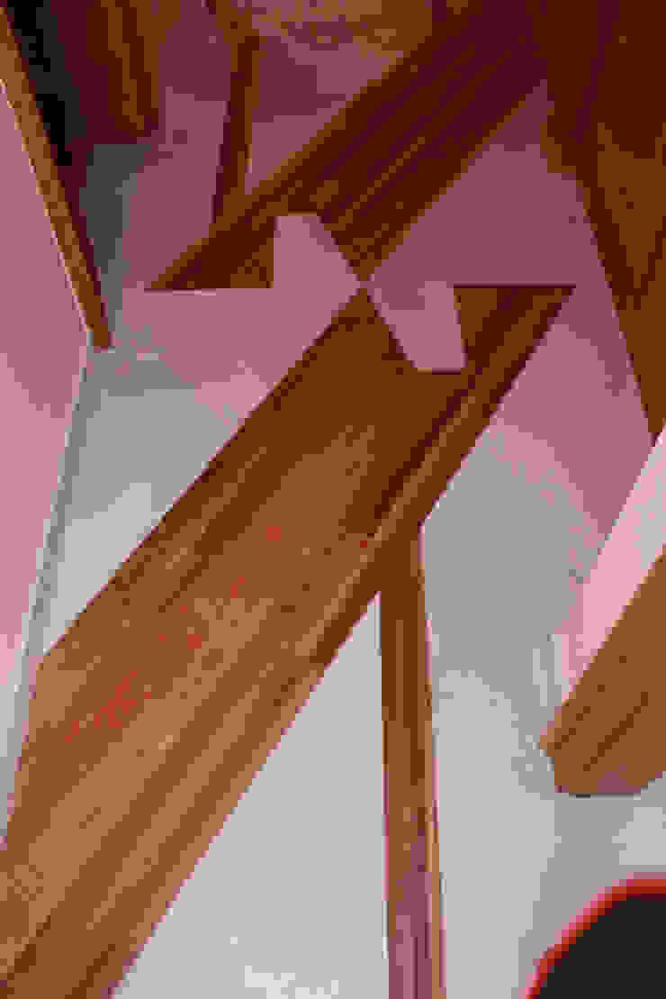 Détail décoration peinte sur sol Couloir, entrée, escaliers par THIERRY HERR