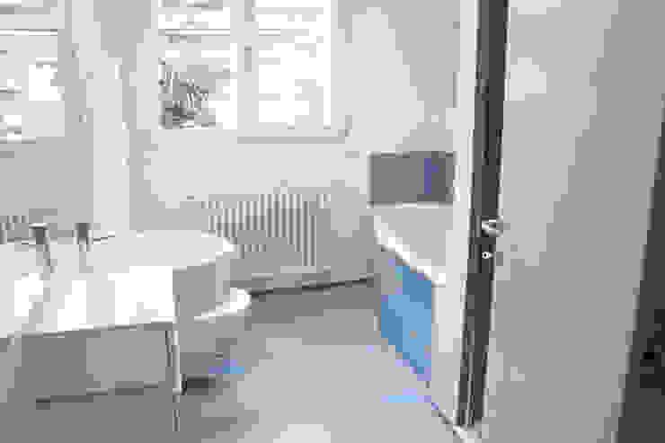 Casa Borio Bagno moderno di Studio Thesia Progetti Moderno