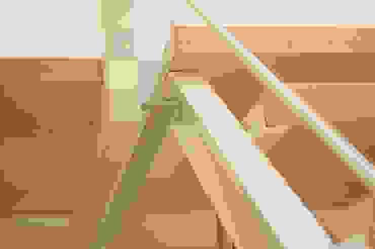 Casa Borio Ingresso, Corridoio & Scale in stile moderno di Studio Thesia Progetti Moderno
