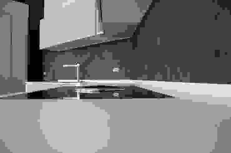 Cucina °Shark tooth°… dente di squalo Cucina moderna di Inarte Progetti di Lucio Mana Moderno