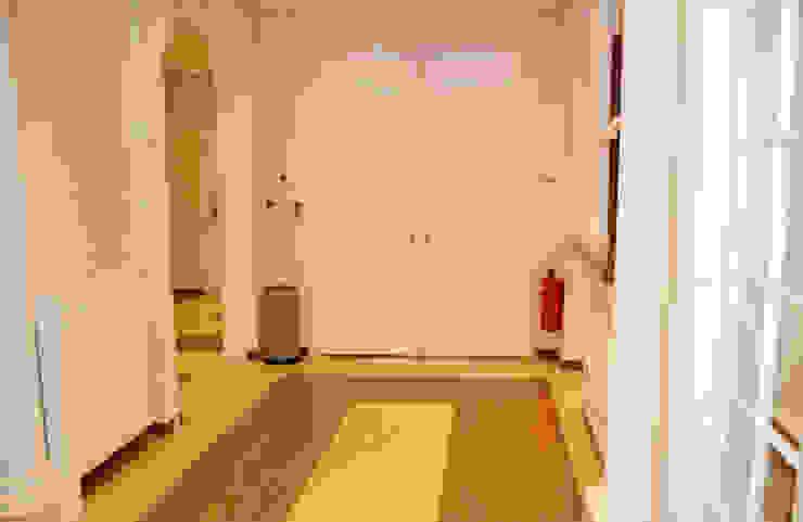 Pack projet Couloir, entrée, escaliers classiques par France Decoration Interieure Classique