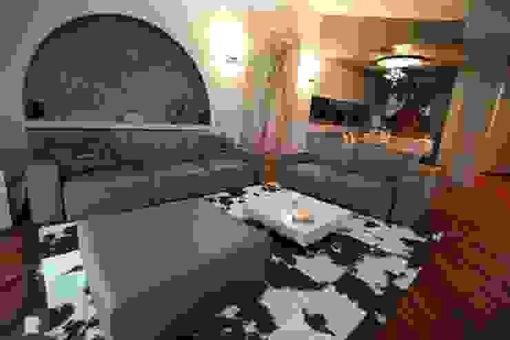 villa al lago Soggiorno moderno di GRETA DONIS Moderno