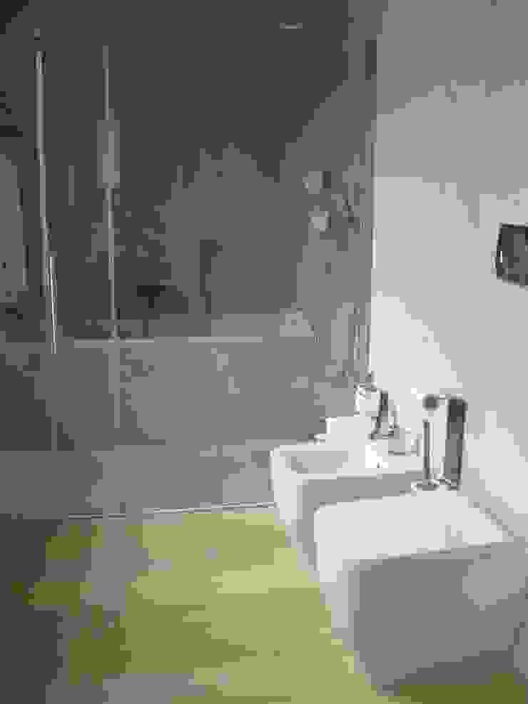 Baño principal Baños de estilo minimalista de Solé Studio Minimalista
