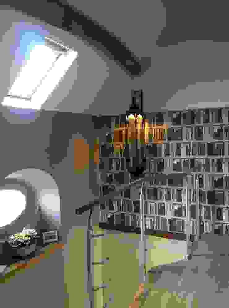 Montée Escalier, Palier Couloir, entrée, escaliers modernes par At Ome Moderne