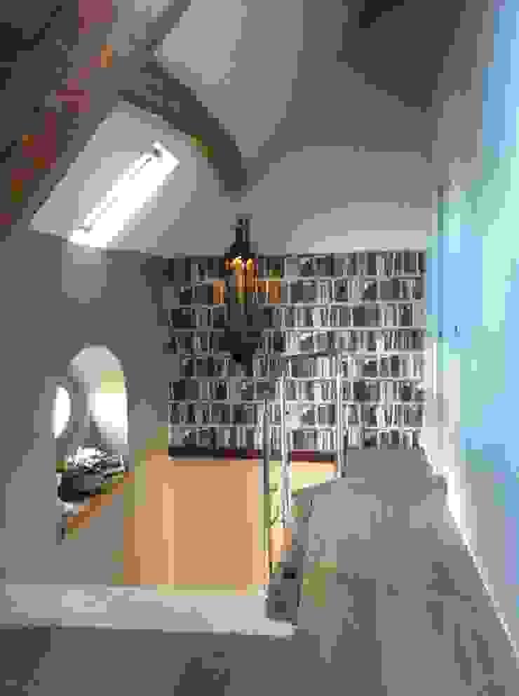 décoration Palier & Escalier Couloir, entrée, escaliers modernes par At Ome Moderne