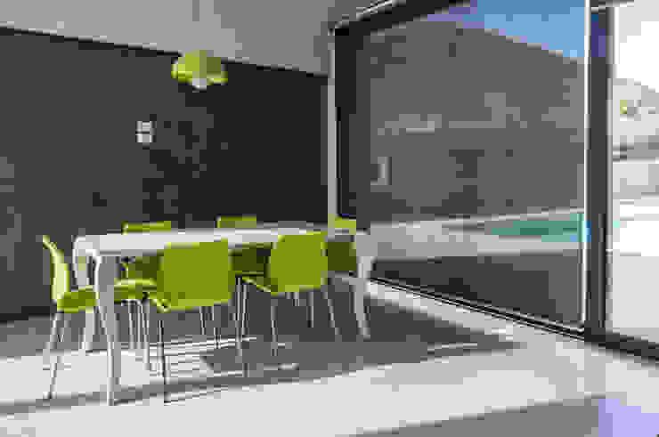 Villa unifamiliare con piscina a Foligno (PG) Sala da pranzo moderna di Fabricamus - Architettura e Ingegneria Moderno