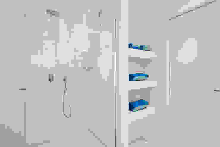 HOUSE FOR HOLIDAYS Bagno minimalista di PAOLO FRELLO & PARTNERS Minimalista