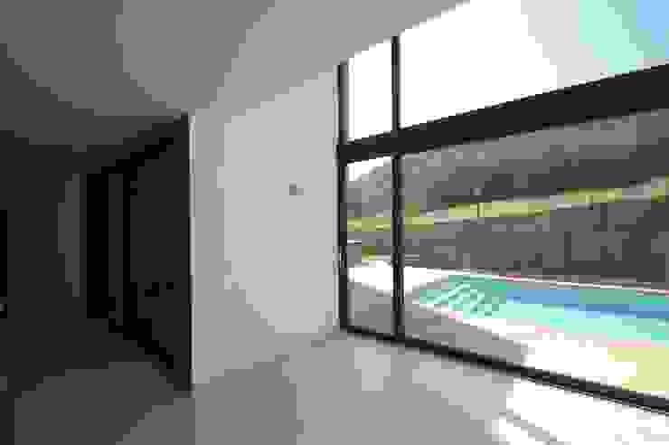 Villa unifamiliare con piscina a Foligno (PG) Soggiorno minimalista di Fabricamus - Architettura e Ingegneria Minimalista