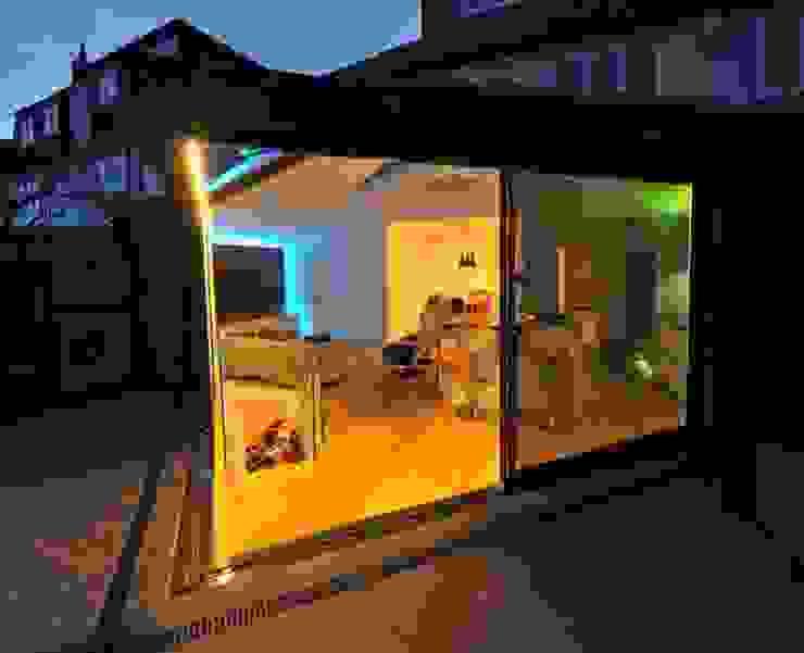 Semi-detached glory hole Moderne Wohnzimmer von Paul Wiggins Architects Modern