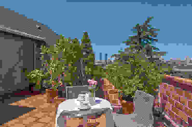 Klassischer Balkon, Veranda & Terrasse von Improta Klassisch