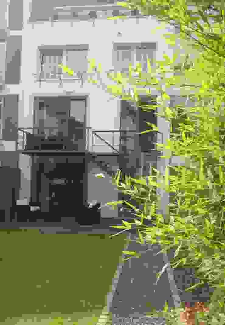 Gartenumgestaltung mit Treppenbau Privathaus Düsseldorf von Projekt:EINRICHTUNG