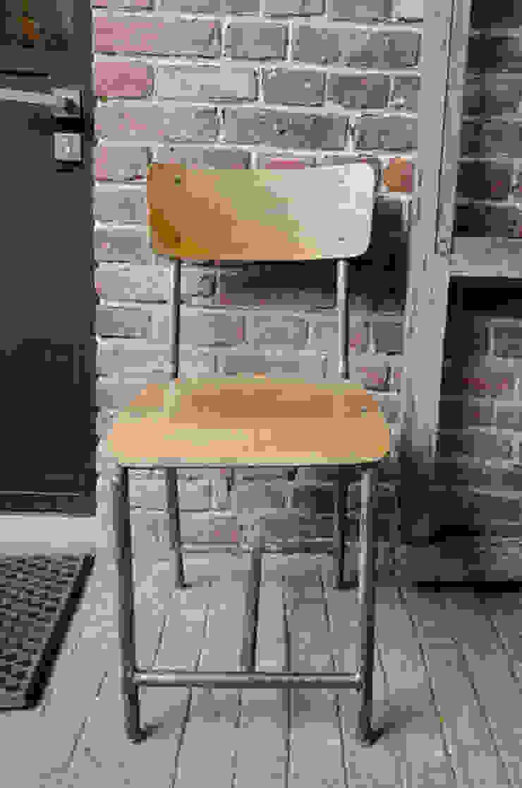Chaise d'école par brocantedelabruyere.com Industriel