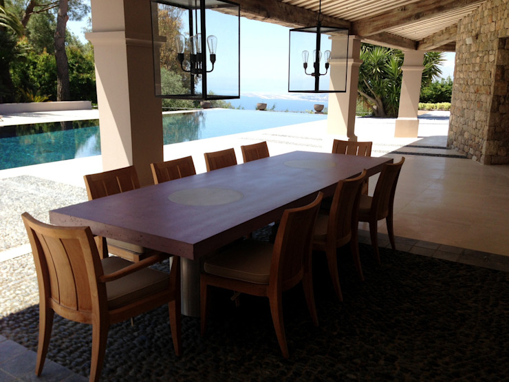 Table Vulcani outdoor Balcon, Veranda & Terrasse modernes par Concrete LCDA Moderne