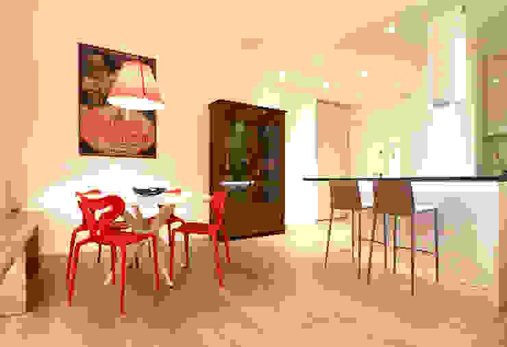Pranzo Sala da pranzo minimalista di Filippo Colombetti, Architetto Minimalista Legno Effetto legno