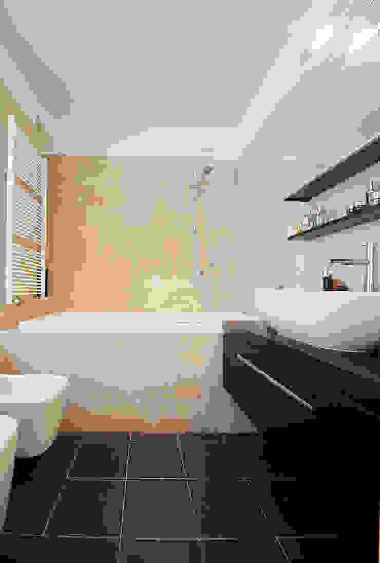 Bagno in marmo Bagno moderno di Filippo Colombetti, Architetto Moderno Marmo