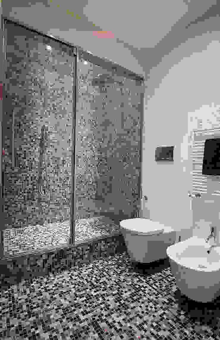 Bagno turco in mosaico Bagno minimalista di Filippo Colombetti, Architetto Minimalista Vetro