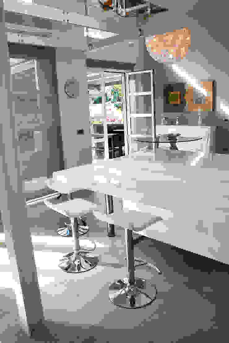 Loft in Milan Sala da pranzo moderna di Studio Arkimode Moderno