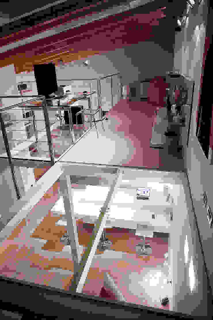 Loft in Milan Studio moderno di Studio Arkimode Moderno