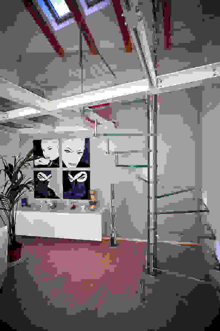Loft in Milan Ingresso, Corridoio & Scale in stile moderno di Studio Arkimode Moderno