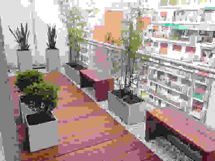 Balcones y terrazas modernos de Estudio Nicolas Pierry: Diseño en Arquitectura de Paisajes & Jardines Moderno