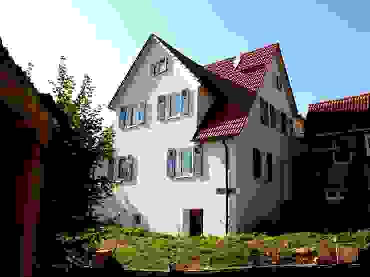 Altbausanierung Aichtal Hofansicht von Architekturbüro Gahn Klassisch