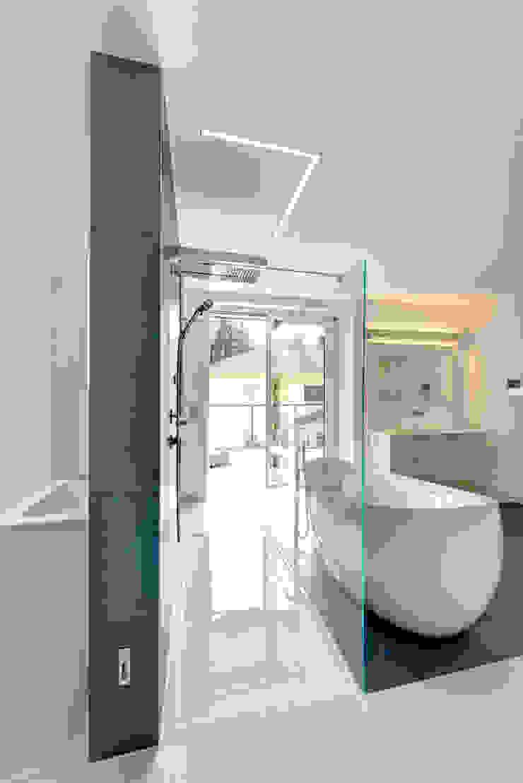 Traum in Blau und Weiß Moderne Badezimmer von Innenarchitektin Katrin Reinhold Modern