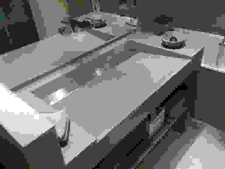 Concrete sinks & Brushed stainless steel โดย Concrete LCDA โมเดิร์น