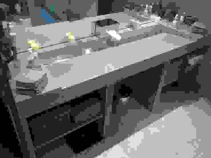 Vasques Béton & Inox Brossé Salle de bain moderne par Concrete LCDA Moderne