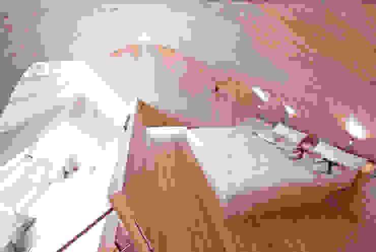 Haus der Ufogel Moderne Schlafzimmer von Aberjung Design Agency Modern