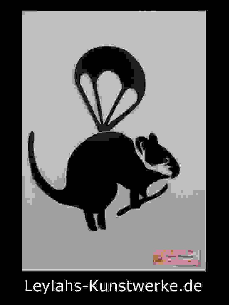 Banksy - Parachute Rat (schwarz) von Leylahs-Kunstwerke