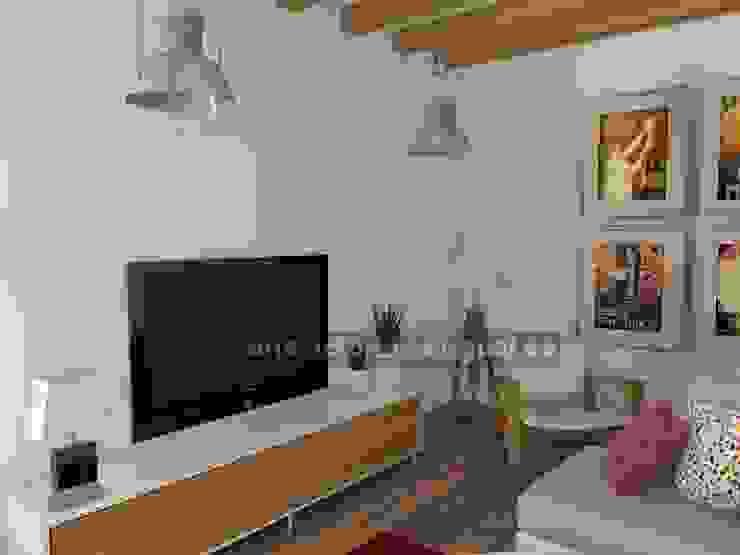 Zona de televisión. Salones de estilo ecléctico de MUMARQ ARQUITECTURA E INTERIORISMO Ecléctico