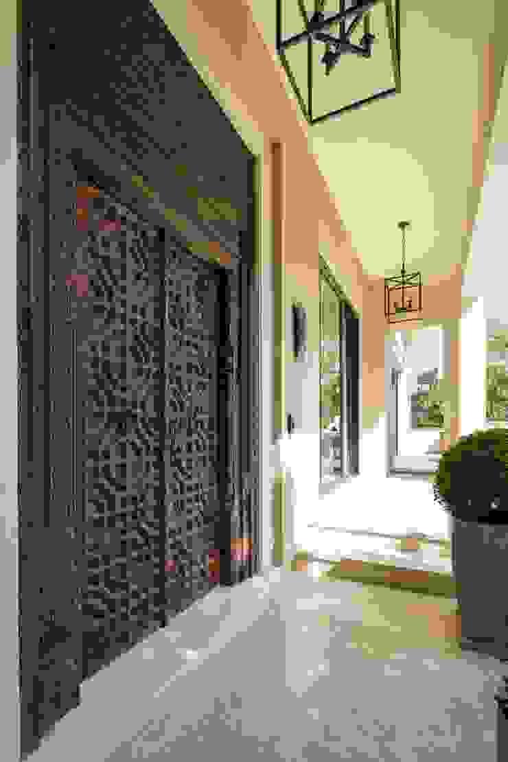 ACCESO Puertas y ventanas modernas de Rousseau Arquitectos Moderno