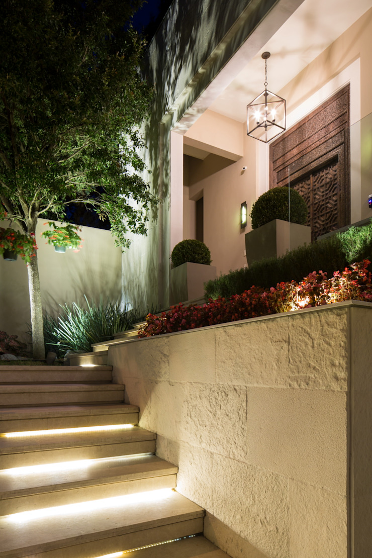 ACCESO Pasillos, vestíbulos y escaleras modernos de Rousseau Arquitectos Moderno