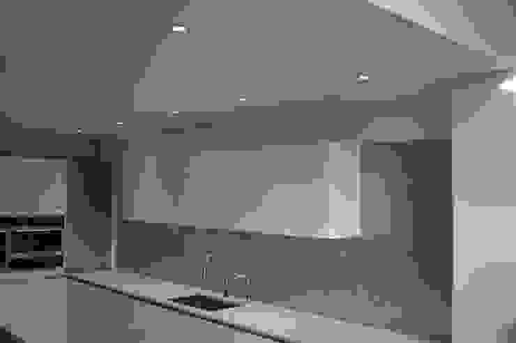 Premium Glass Splashbacks: modern  by CreoGlass Design Ltd, Modern