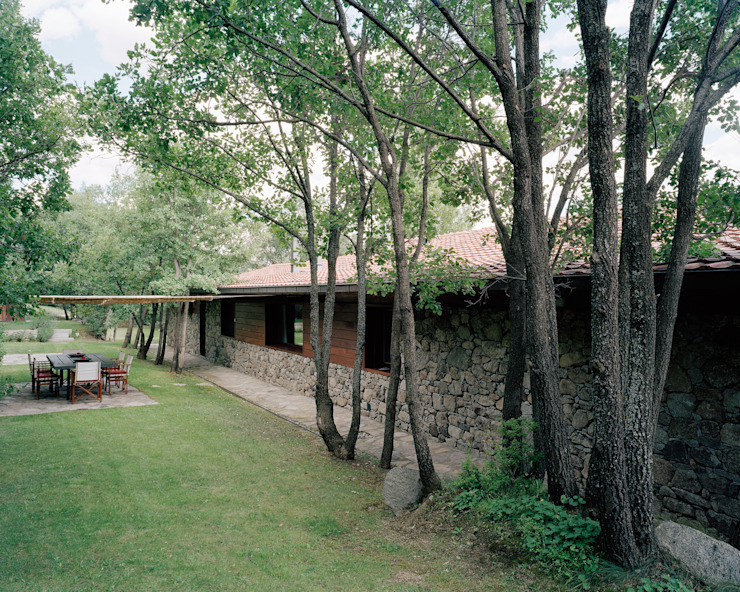 Vivienda unifamiliar Jardines de estilo rural de homify Rural