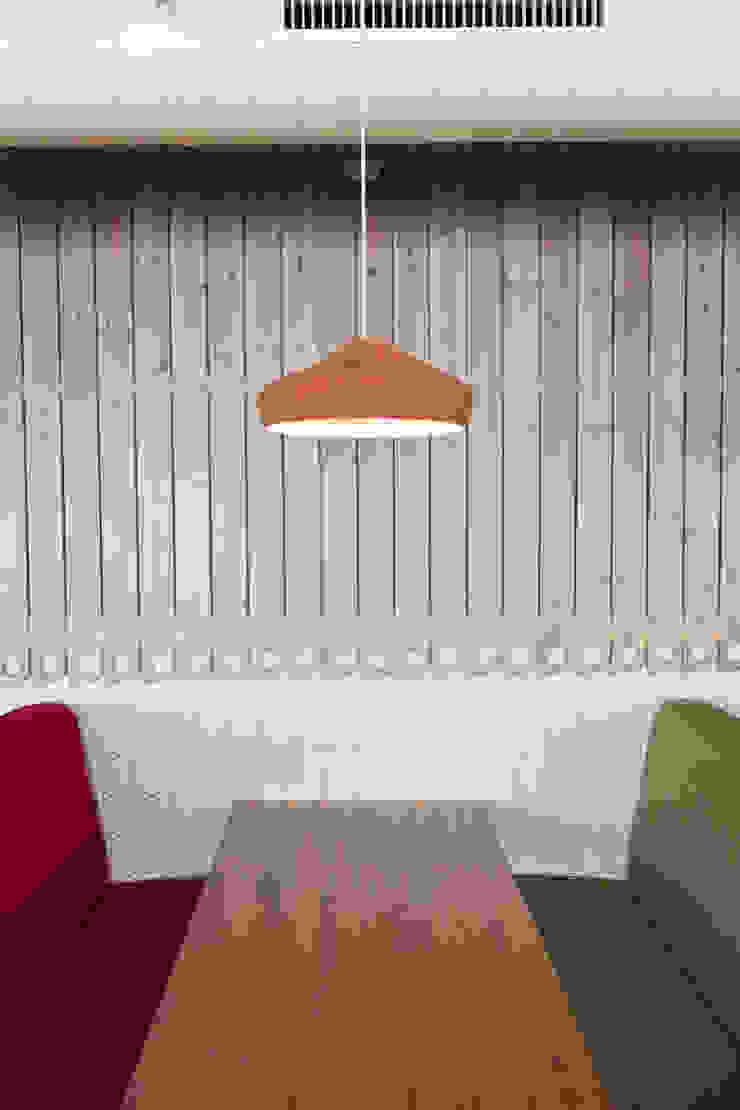 Solanelles, Grandvalira Gastronomía de estilo ecléctico de Stone Designs Ecléctico