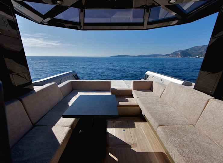 Yacht & Jet in stile moderno di Wally Moderno