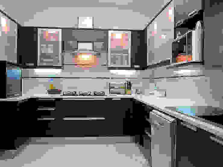 Chinta Residence Modern kitchen by Cozy Nest Interiors Modern