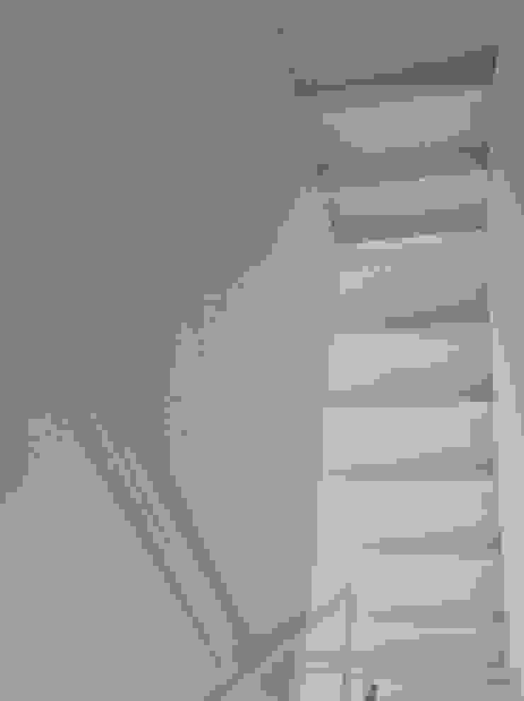 casa sm Pareti & Pavimenti in stile minimalista di OFFICINA 21 Minimalista